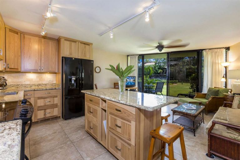 kihei condo with updated lighting